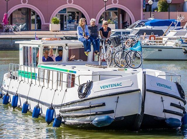 Barka mieszkalna - houseboat